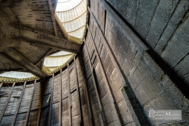 panneaux-mi-beton-mi-bois-structure-refrigerante