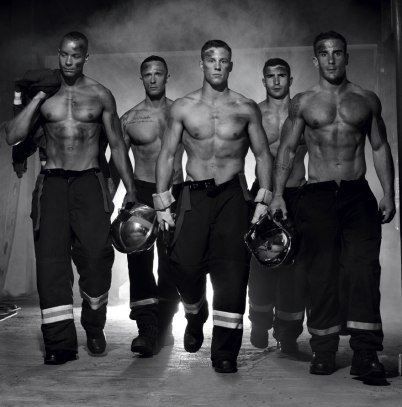 french-firemen-calendar-2016-pompiers-sans-frontieres-fred-goudon-27 (2)