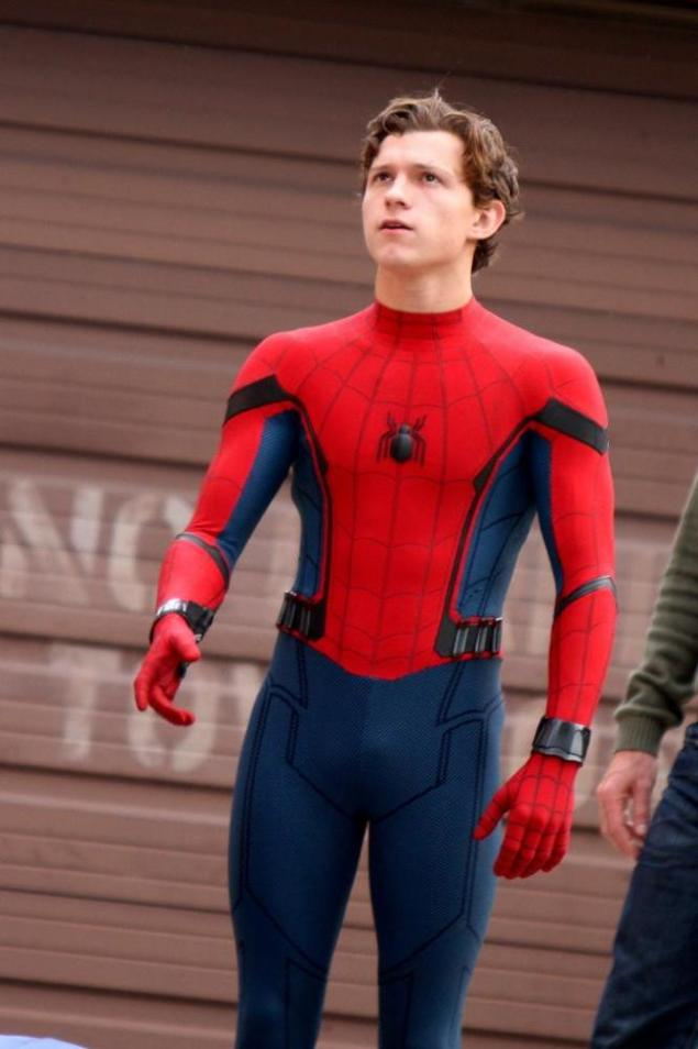 tom-holland-on-the-set-of-spider-man-homecoming-97240b4bad96
