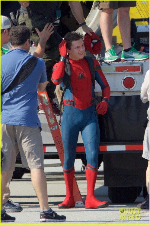 tom-holland-spider-man-costume-first-look-set-02-1
