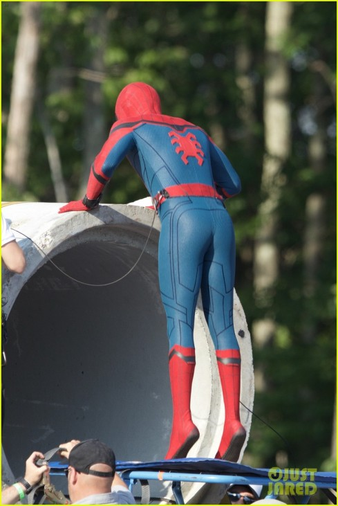 tom-holland-spider-man-costume-first-look-set-33