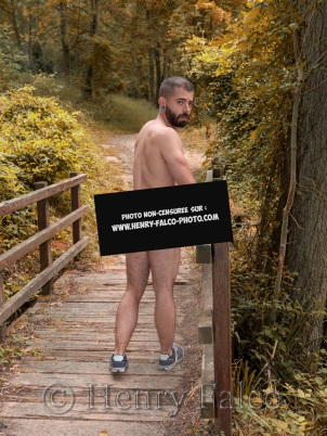 Censurée_Bogoss_Sportif_Naked_Man_Forest_Cédric_17A4180_Henry_Falco
