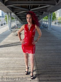 Rubber_Girl_Latex_Fetish_Red_Karima_17A5358