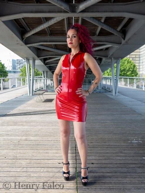 Rubber_Girl_Latex_Fetish_Red_Karima_17A5365