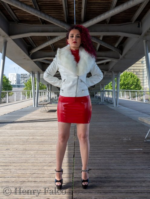 Rubber_Girl_Latex_Fetish_Red_Karima_17A5370