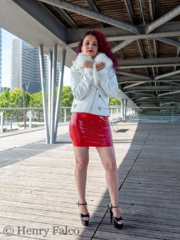 Rubber_Girl_Latex_Fetish_Red_Karima_17A5379